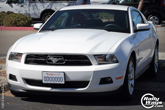 Ford Mustang V6 Performance White 2011