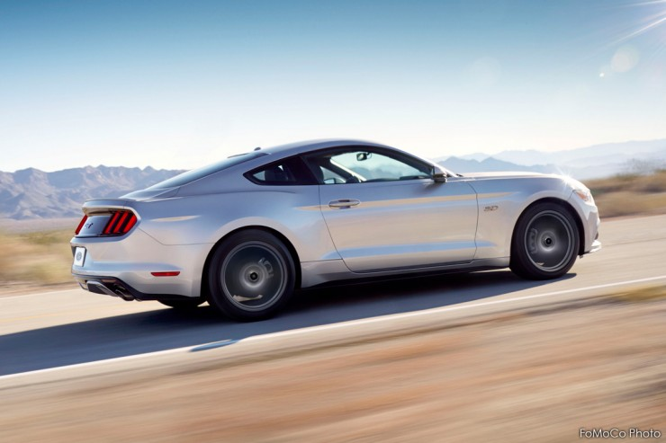 Ford Mustang 2015 Driving