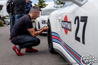 Martini Porsche Tire Pressure Check